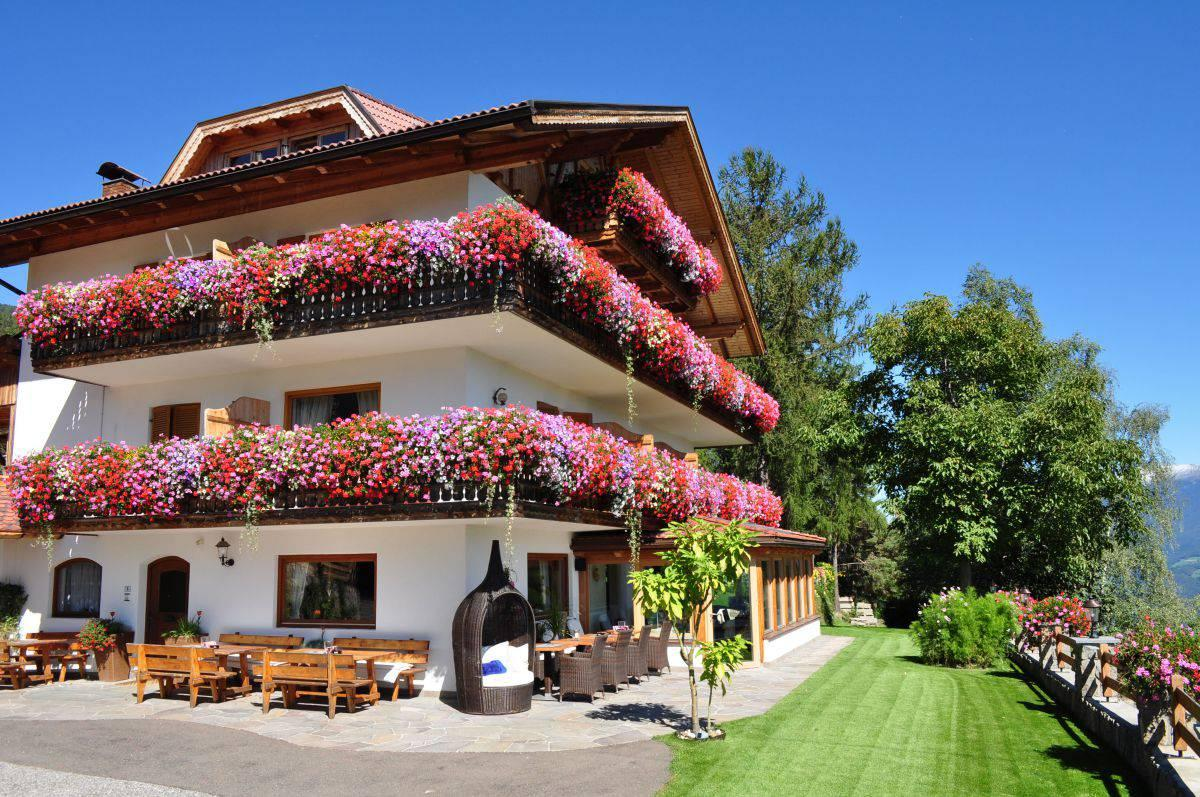 hotel-pension-erlacher-villanders
